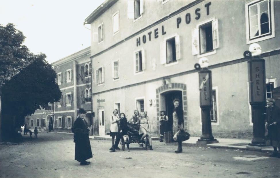 Die Post in den 1930er Jahren - Damals die erste Tankstelle des Lungaus für Durchreisende