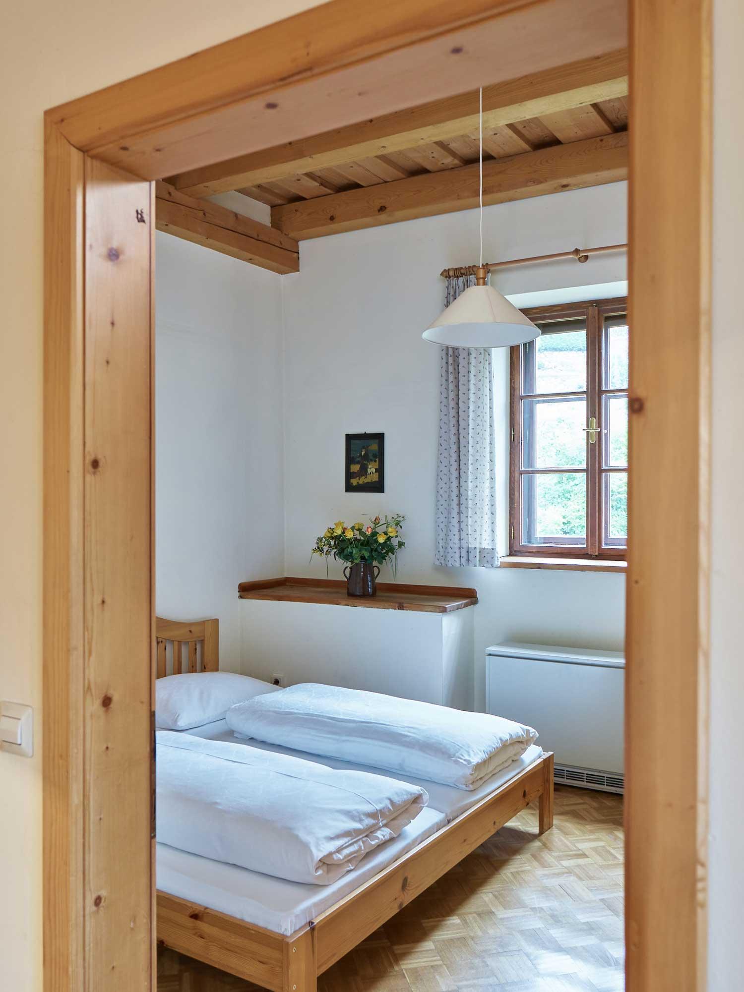 gaestewohnung-kirchenblick-schlafzimmer.jpg