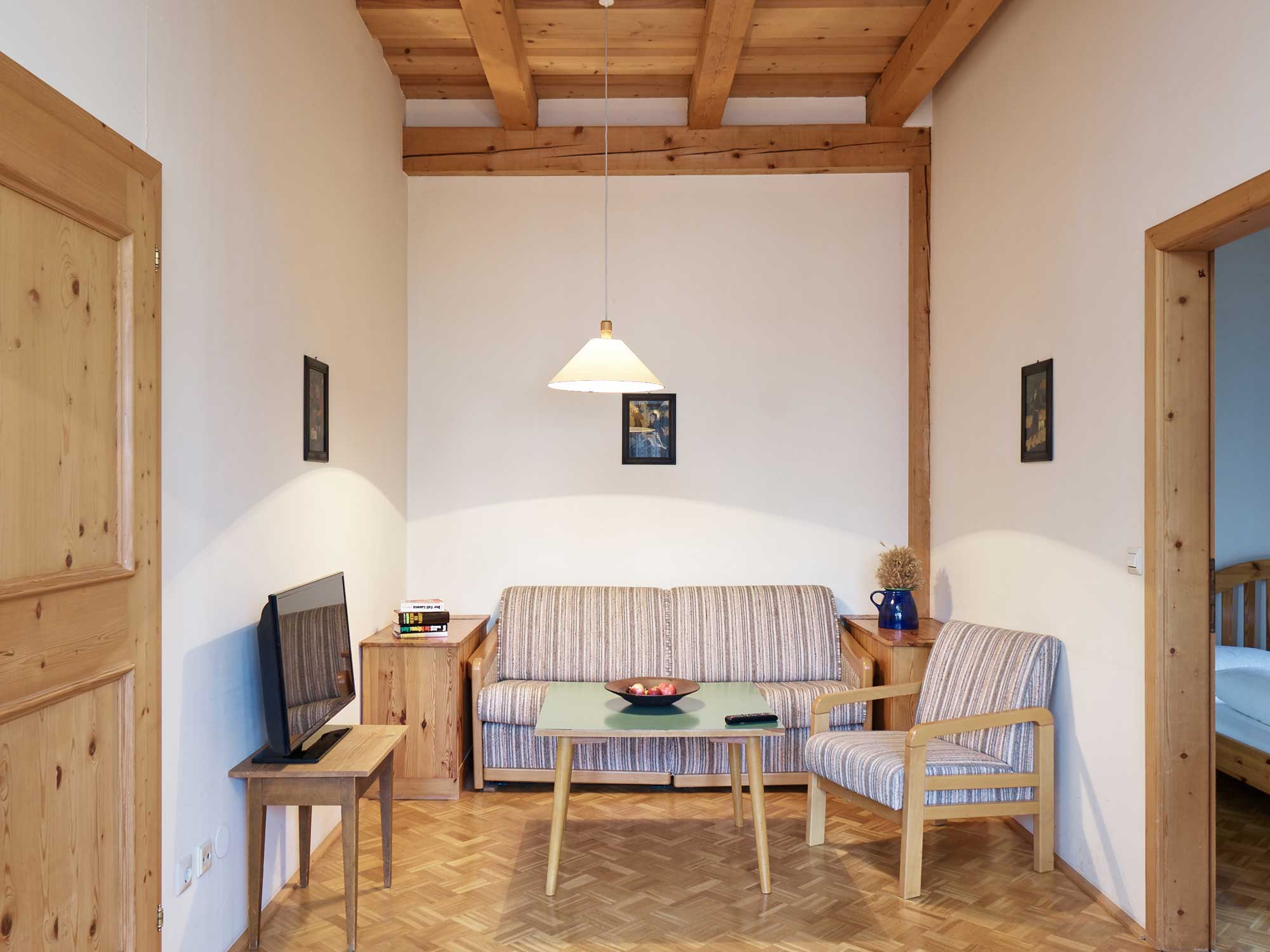 gaestewohnung-kirchenblick-wohnzimmer.jpg