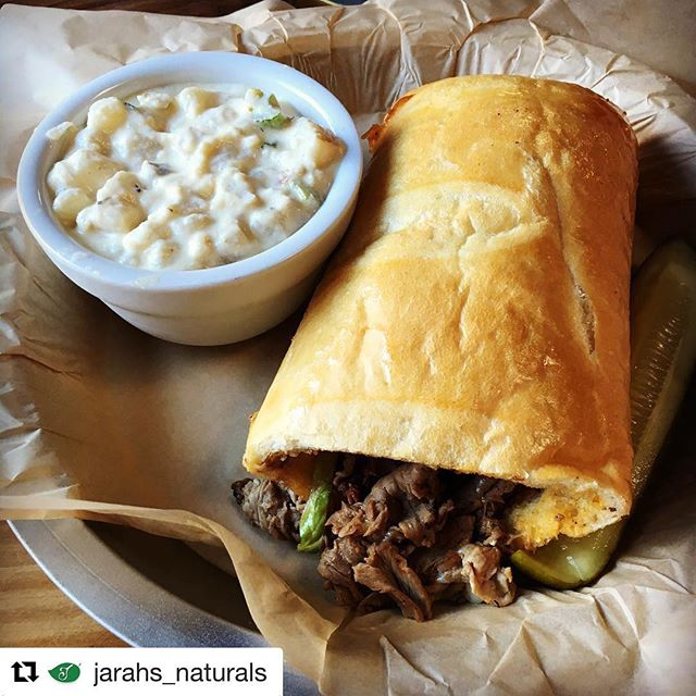 "This weeks throwback comes from @jarahs_naturals ・・・ ""Finally tried a Braizito! 👍"" Ft. Always Sunny at BraiZe. Made with: House Made Italian Beef, Carmelized Green Pepper & Onions, Cheese Sauce and Mozzarella. 😋 . . #Braizito #Braize #alwayssunny #saturdaynight #yum #blono #bloomingtonil #bloomingtonillinois #bloomingtonnormal #centralillinois #midwest #throwbackthursday #tbt"