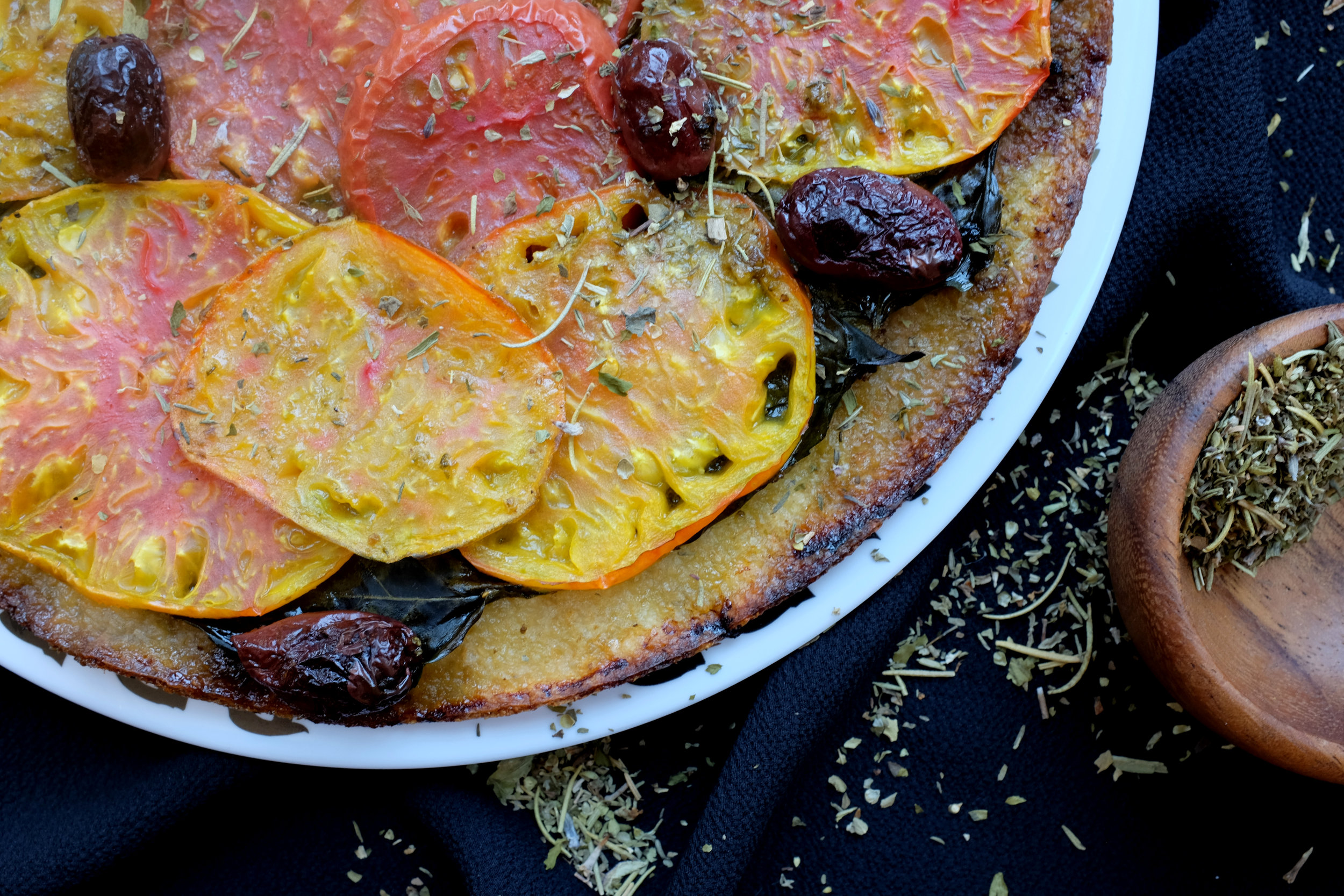 GF OLIVE + HEIRLOOM TOMATO PIZZA