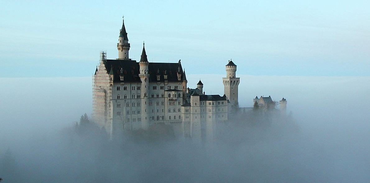 Neuschwanstein_Castle_above_the_clouds.jpg