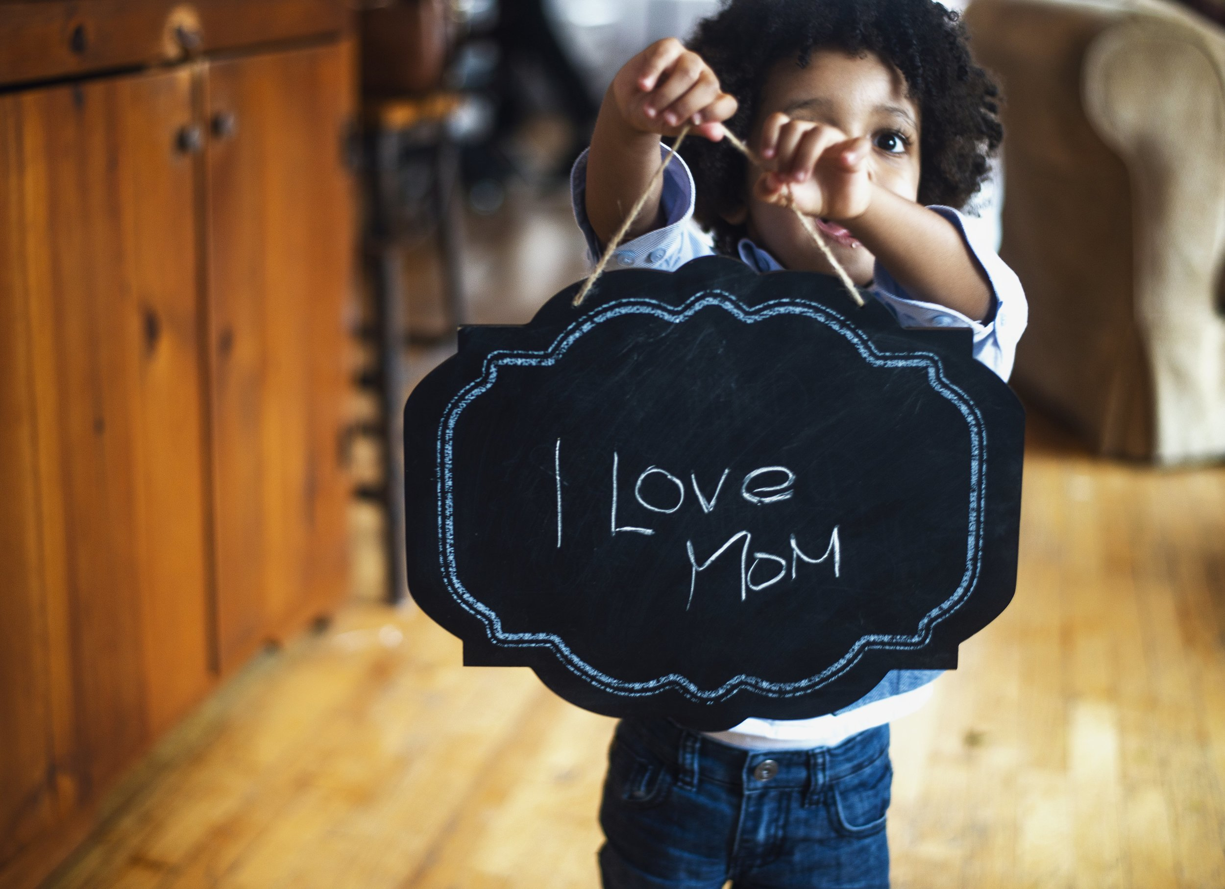 toddler-with-sign-for-mom_4460x4460.jpg