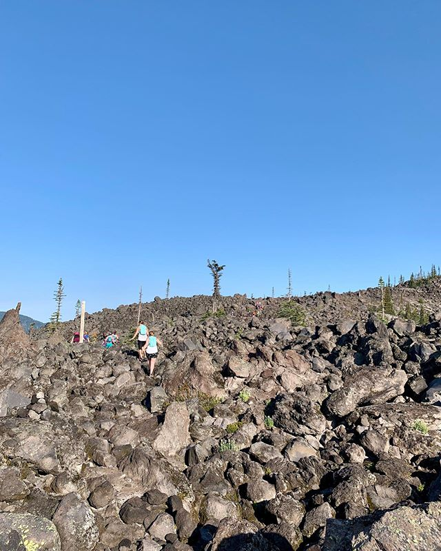 If it scares you, it might be a good thing to try. We are all a work in progress and doing these things just makes us a little bit stronger. 💪🏼🏃🏽♀️🏔 Photos from the other side of St. Helens at #Volcanic50 this weekend. Truly a beautiful @gobeyondracing event! Thanks @scienceinsport for the continued support and family for getting me to the start line!