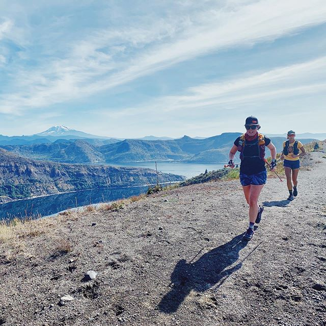 It truly was a beautiful day to be out in the mountains and probably one of the most gorgeous trails I've run in a loooong time! Just under 20 miles and 4,000ft of climbing 🙌🏼 around Mt. St. Helens. Aaaand I got to hang with the most lovely ladies @earth_crosser and @omega.mut 🏔One week to go till @trailfest so a bit of midweek trail running to enjoy the last of the PNW sunshine ☀️ was my good decision of the week 🙌🏼. Plus I don't get to see these ladies, or these views too often 😍. We started at Johnson Ridge trailhead and did just under 10 miles out to Mt. Margaret Summit then back. SUCH A GREAT RUN! 🏔👏🏼🎉🏃🏽♀️