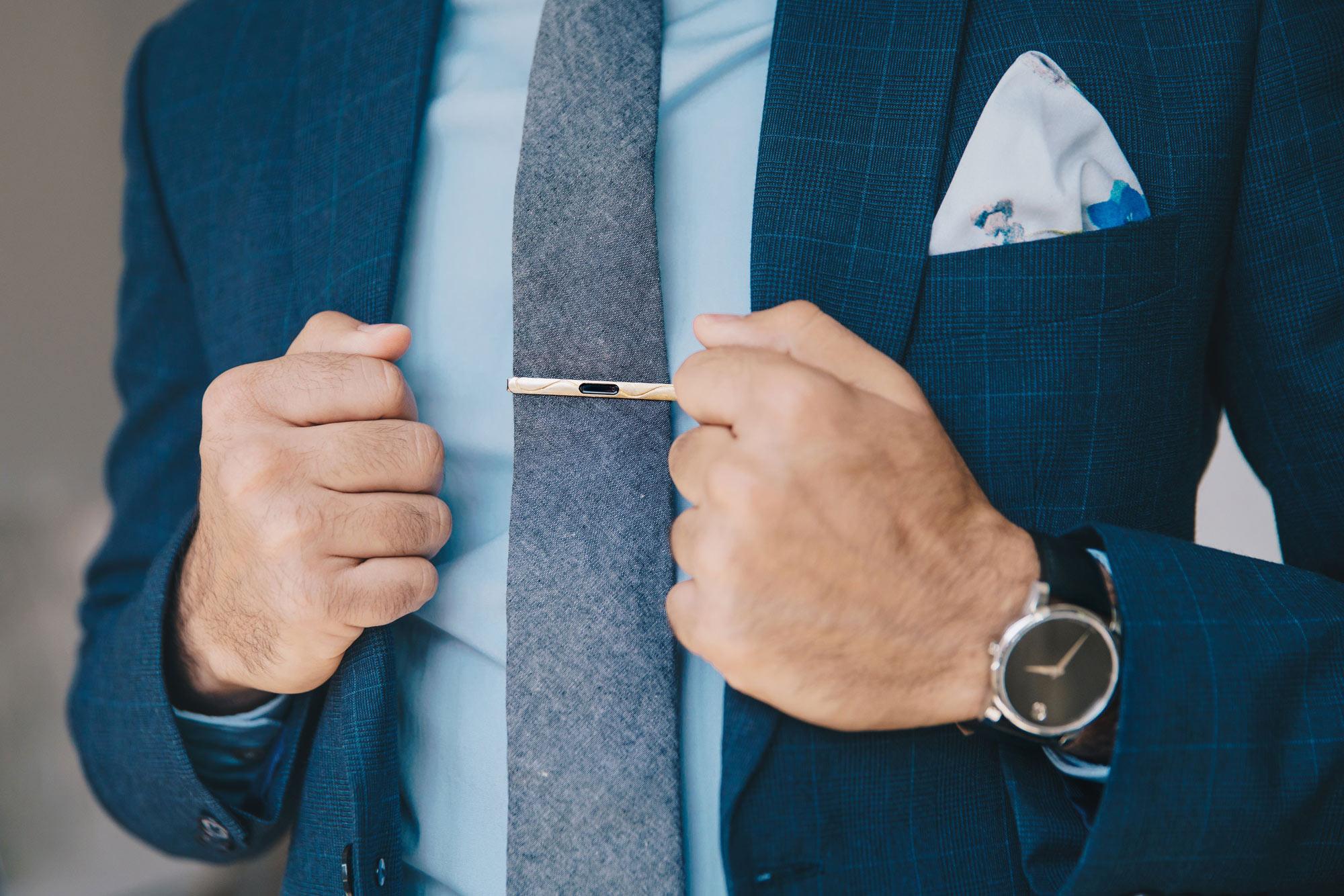 man_in_suit_tie_clip.jpg