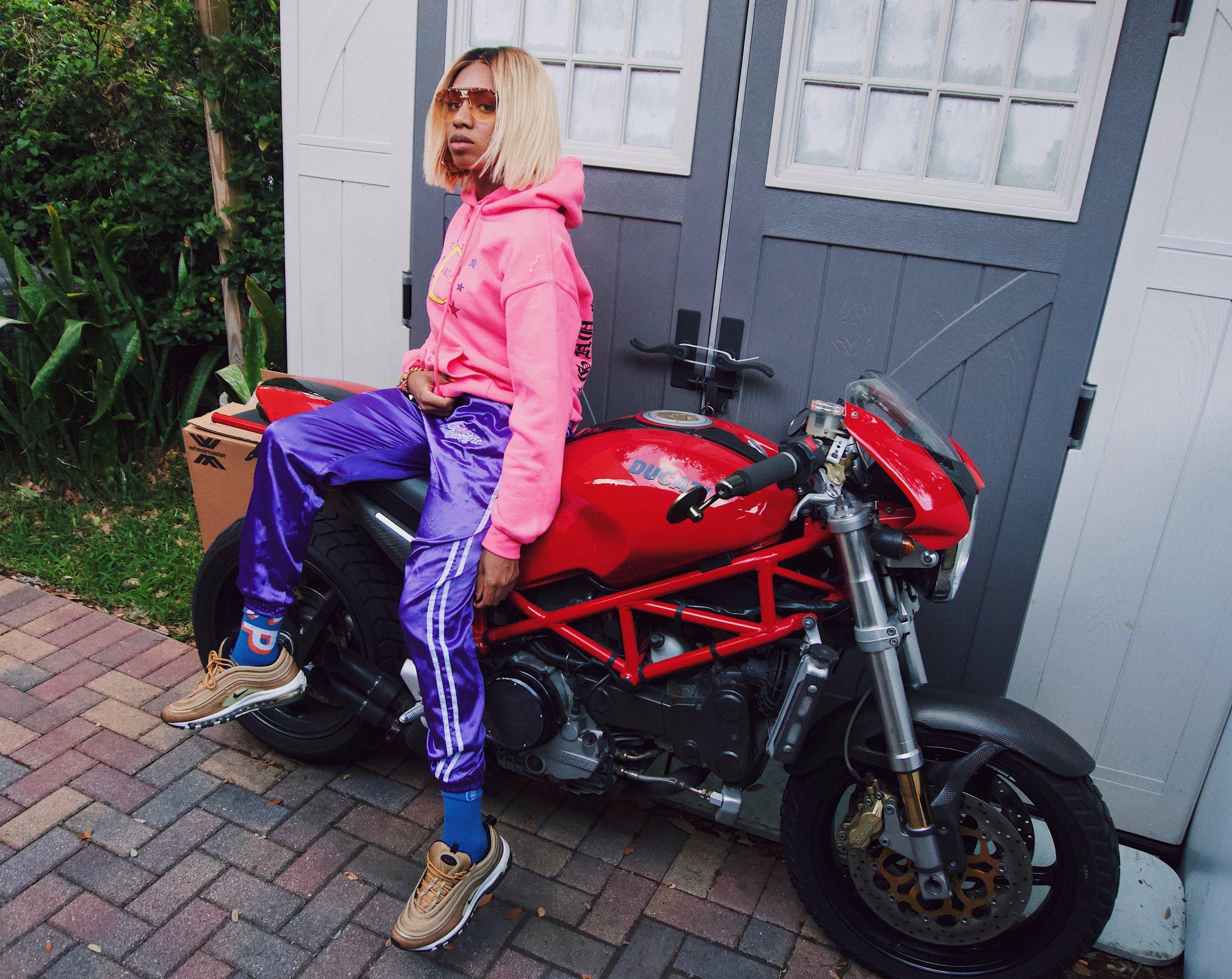 Sonya Harris IAM.ECCENTRIC Interview | The Vinyl Warhol | Orlando Music Art Interview Blog