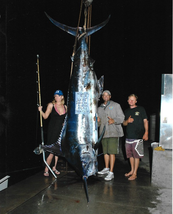 915lb-blue-marlin-largest-maui-2012-hawaii