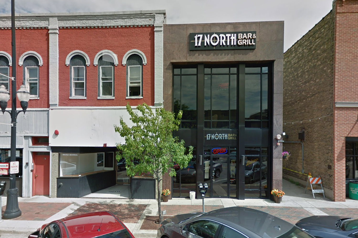 17-north-bar-grill-drink-specials-lunch-court-house-waukegan-local-favorite-genesee-theatre-show-night-food-strategy-driven-marketing.jpg