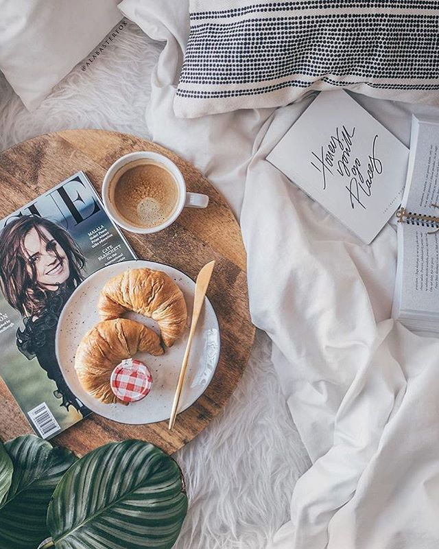 A chai cappuccino and breakfast in bed😍 what more could you ask for on this lazy sunday☕️ . . . . . . #chai #dessert #dairyfree #home #space #rain #spring #turmeric #paleo #vegan #veganfoodshare #vegandrink #govegan #organic #byronbay #byronbaybusiness #design #perfect #goals #homeinspo #meditate #chill #relax #peace #dirtychai #coffee #surf #rainbow #happiness
