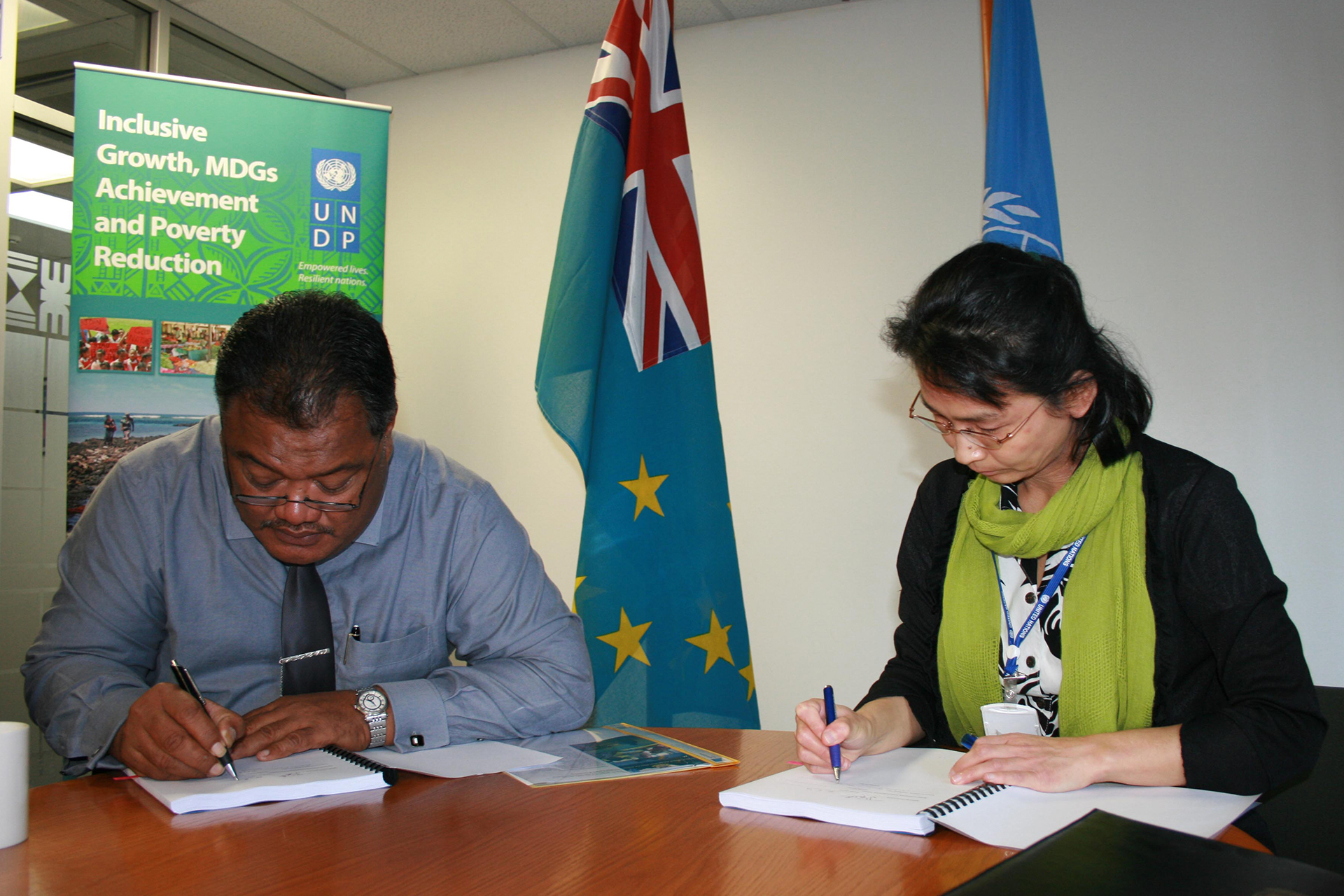 Tuvalu signs agreement for climate change project. Photo: UNDP