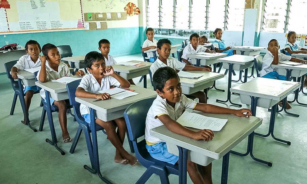 School children, Nui island. A wave surge during Cyclone Pam left the building flooded. Photo: Silke von Brockhausen/UNDP