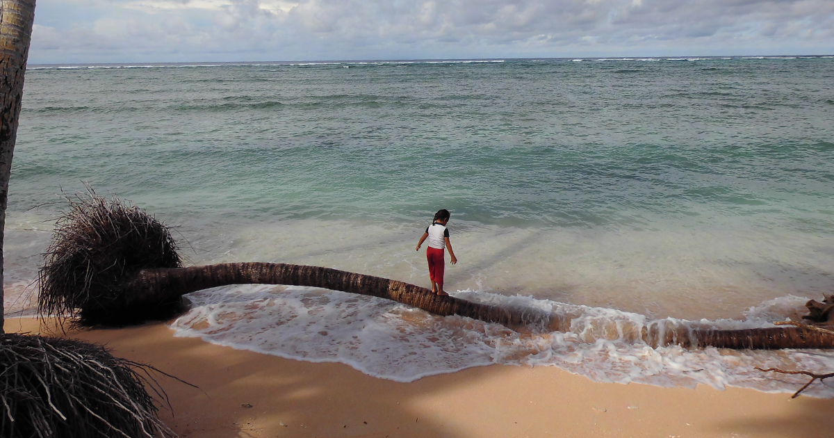 img-girl-on-beach-Tuvalu-1200x630.png