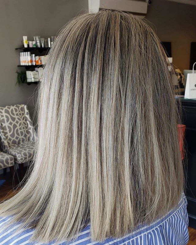 Full foil and cut for this beauty ✨ by @cosmobykirsten #intownconcord #simplicityconcord #concordnh #downtownconcordnh #603hair