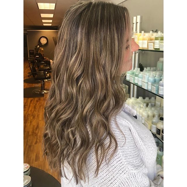 Fresh foils, just in time for fall 🍂 by @alexatishkevich #simplicityconcord #intownconcord #603hair #concordnh #mainstreetconcord