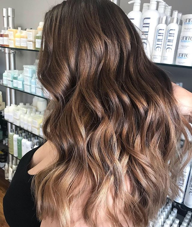 Seamless balayage for the win 🙌🏼by @ellen_oquendo #simplicityconcord #intownconcord #visitconcord #603hair #concordnhhair