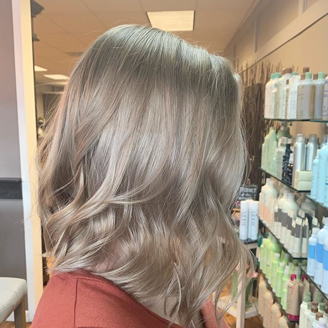 Short and sweet for this beauty ✨ by @nikmongan_hair #intownconcord #visitconcord #simplicityconcord #603hair #concordnh