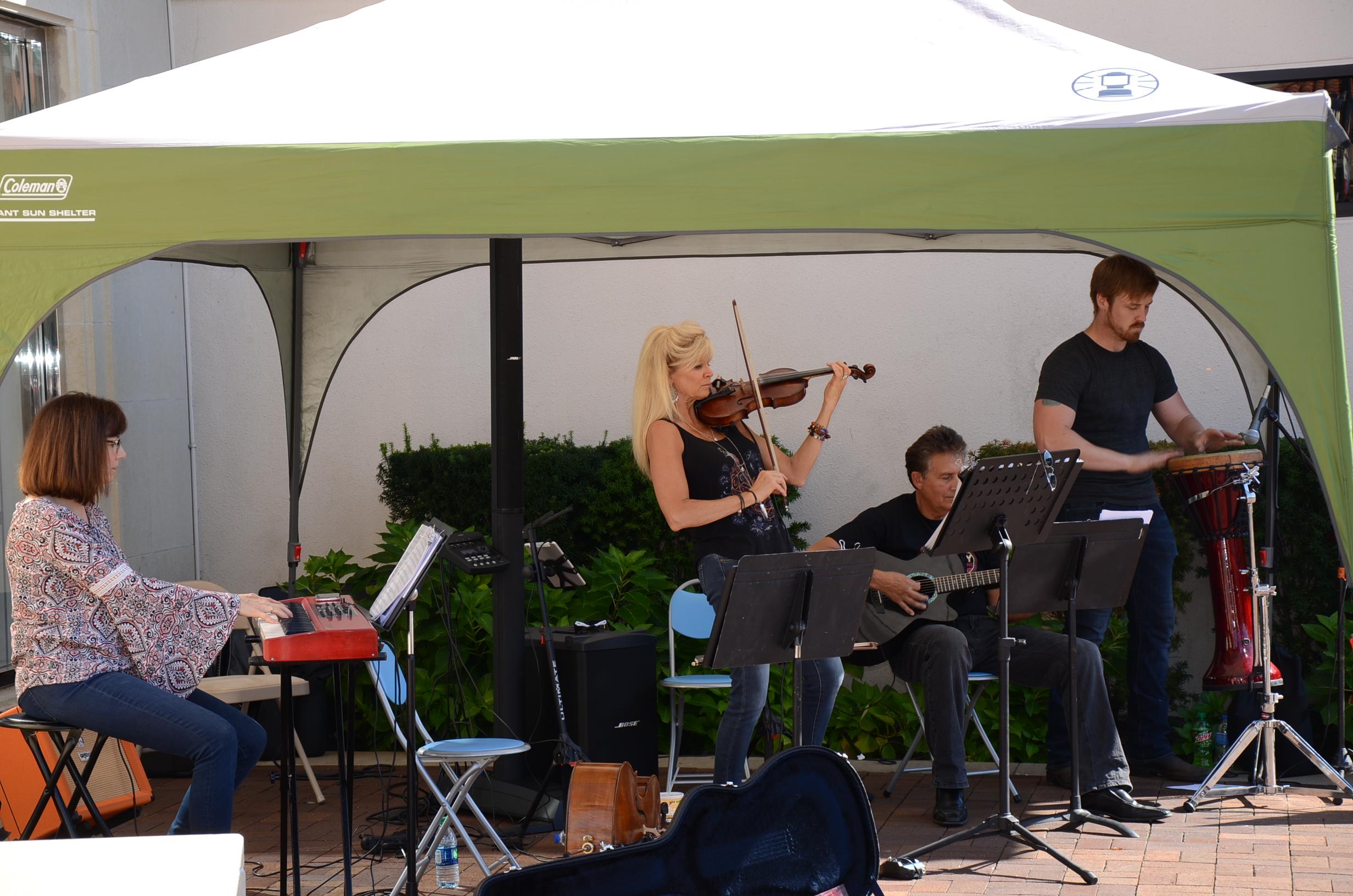 Sisters & Strings - Plaza 2.JPG