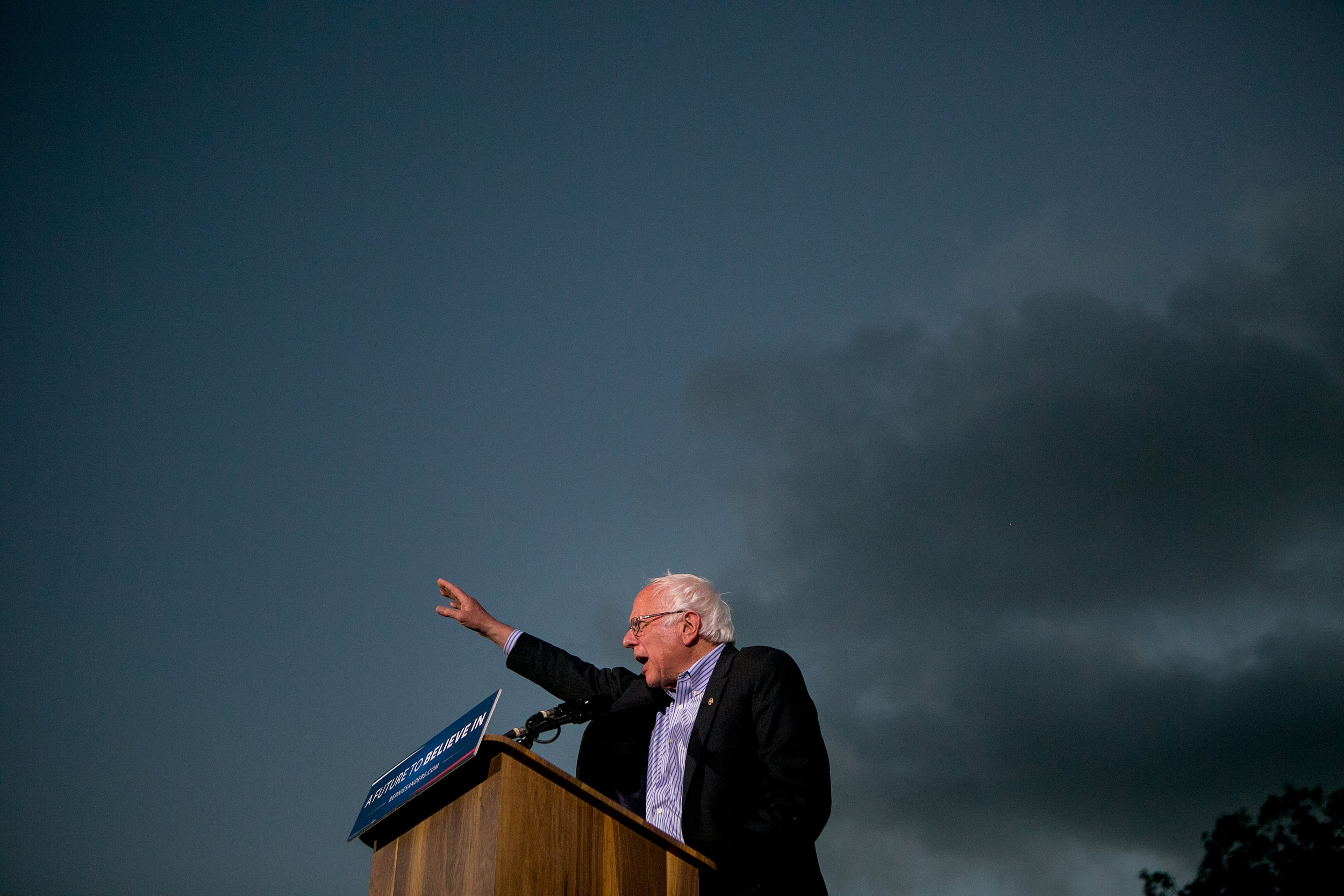 Later that evening, he spoke to a crowd in Kimball Park in National City.