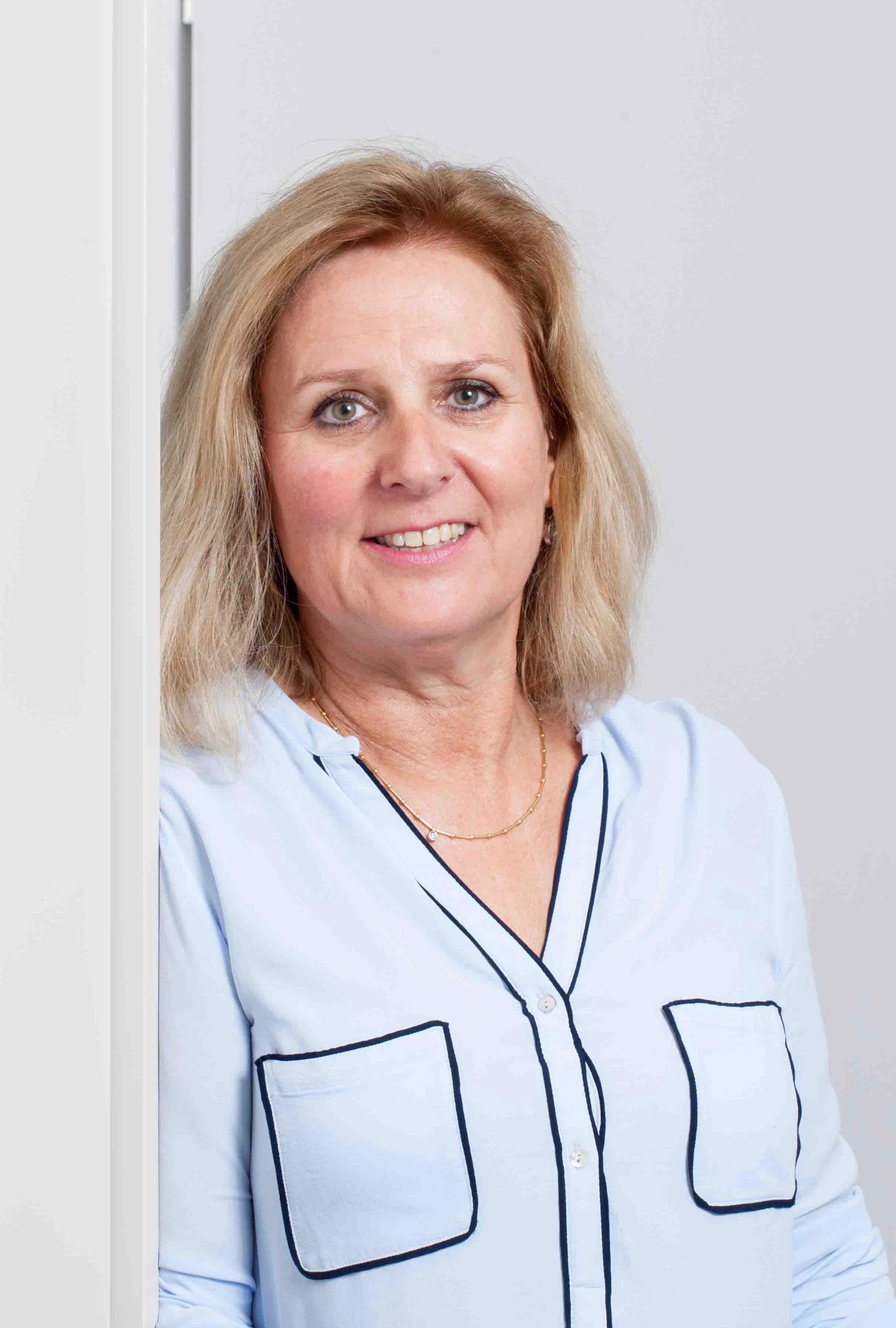 Frau Cornelia Cardillo (Praxis-Management Ortho4Life Institut)