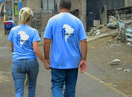 Greg and Linda walk together to visit a family in Santa Rosita.