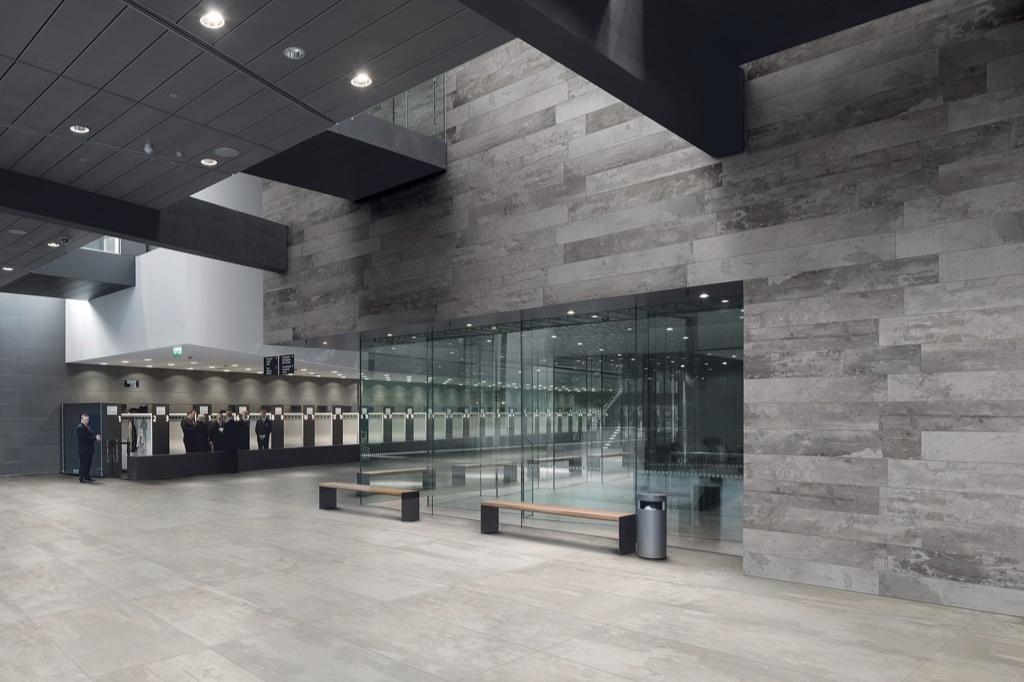 designindustry-concrete-look-tiles-public-veneus.jpg
