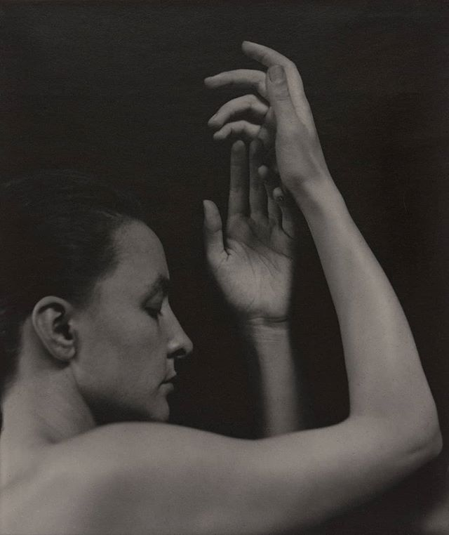 """Georgia O'Keeffe"" by Alfred Stieglitz . Alfred Stieglitz Collection, The Art Institute of Chicago . #art #photography #blackandwhite #blackandwhitephotography #pose #GeorgiaOKeeffe #AlfredStieglitz"