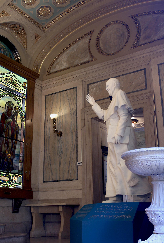 Pope_church_entrance.jpg