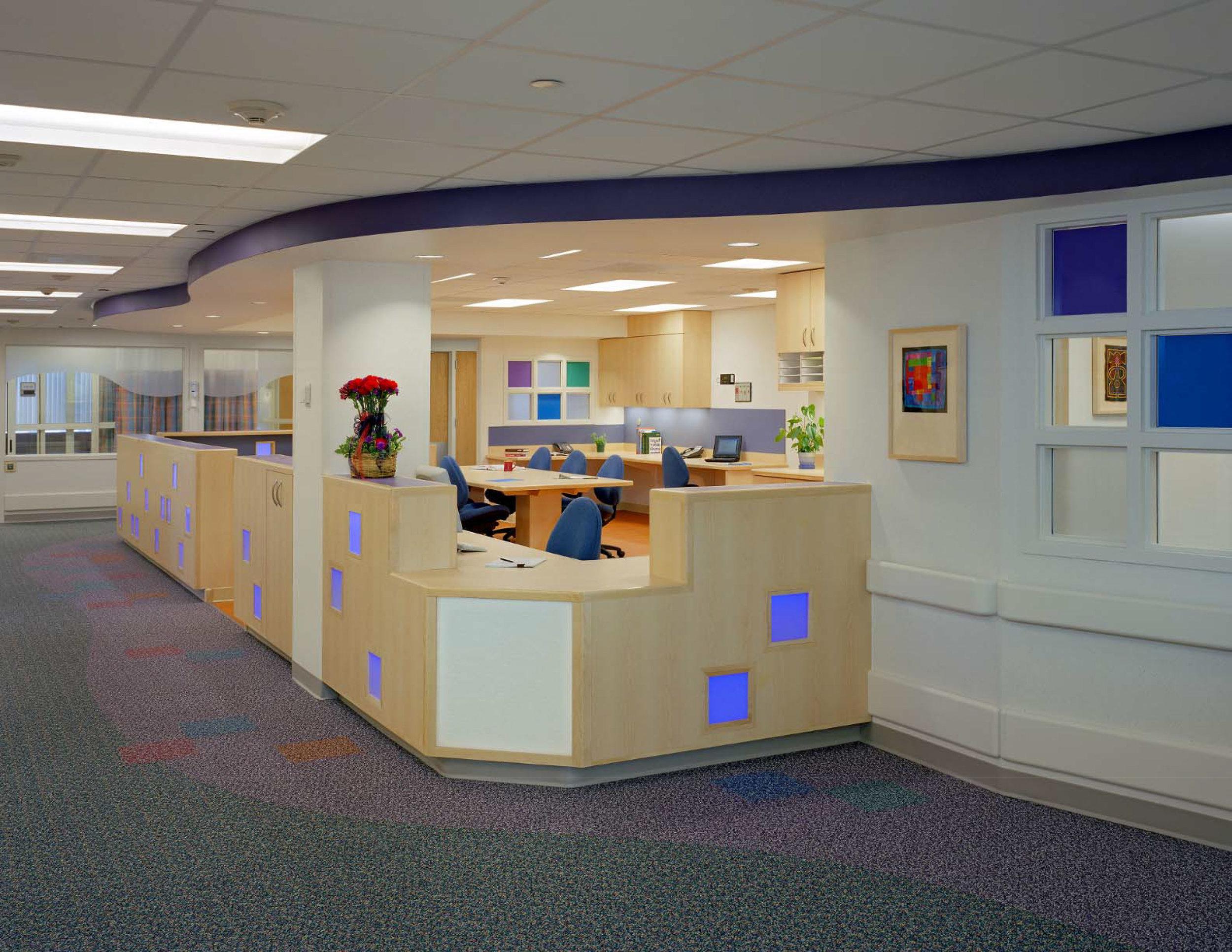 St.-Louis-Children's-Hospital-8th-floor-nurse-station.jpg