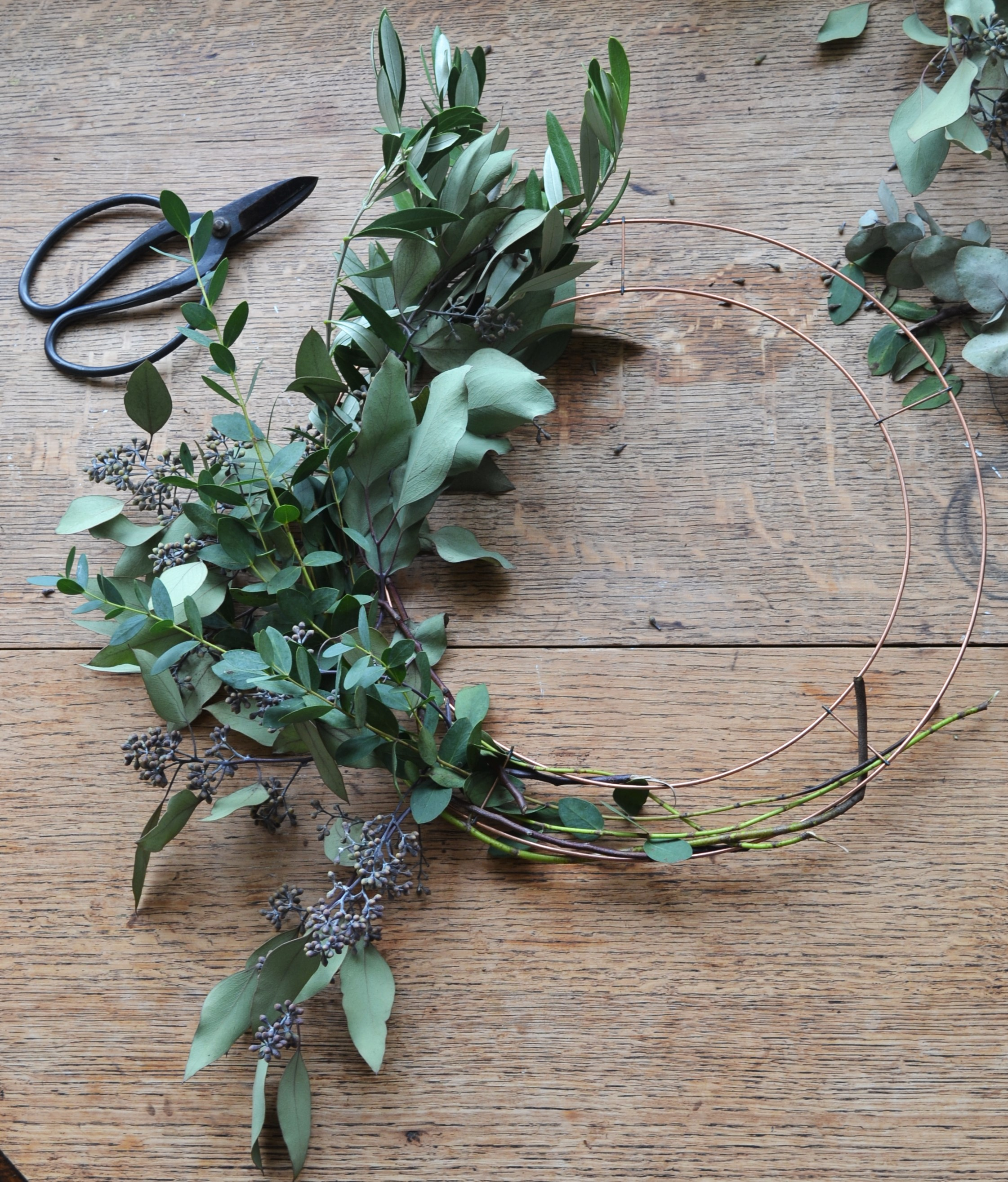 How-to-make-an-autumn-wreath-webb-and-farrer-brighton-flower-workshop (3).JPG