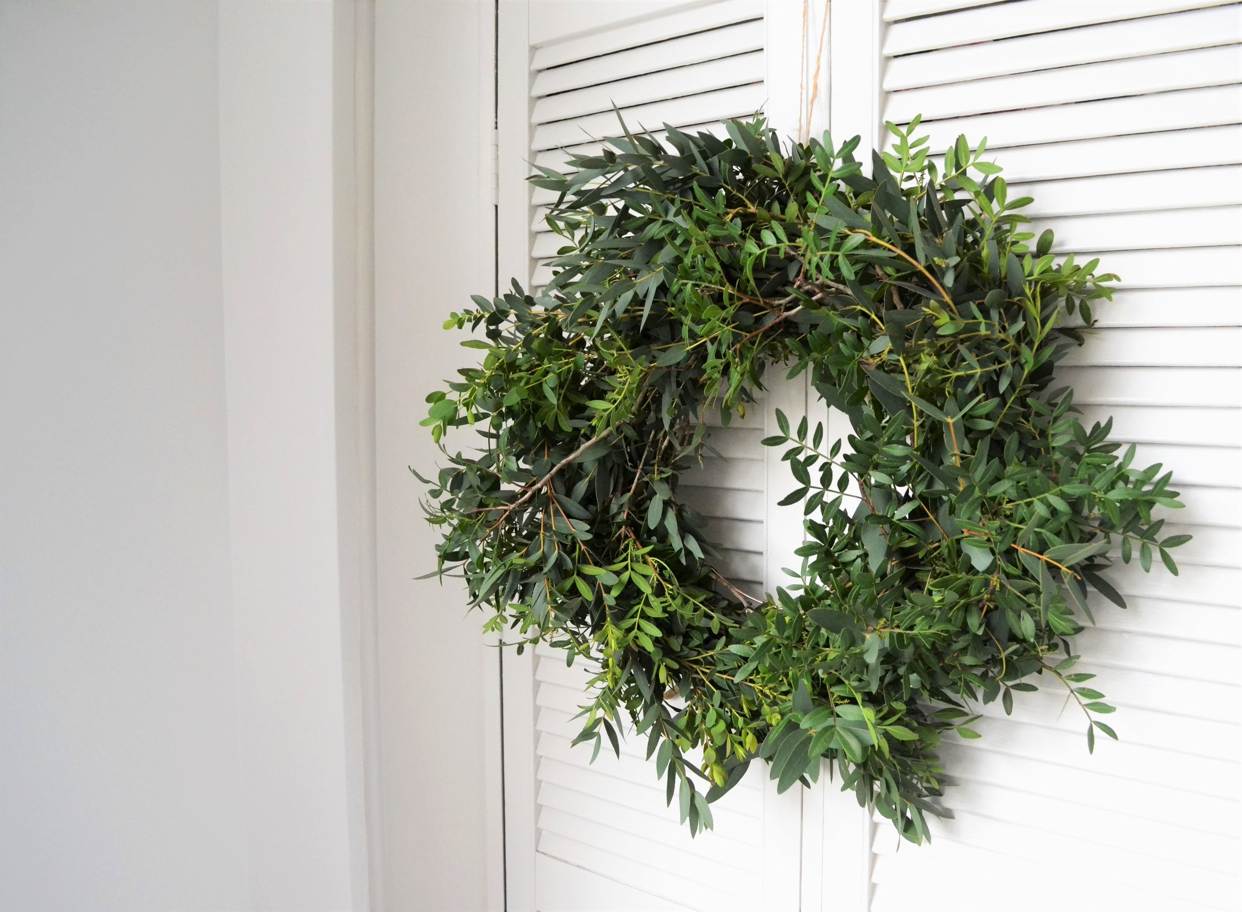 Webb-and-Farrer-Brighton-Florist-Sussex-Wedding-Flowers-How-to-make-a-foliage-wreath-DIY-tutorial (4).JPG