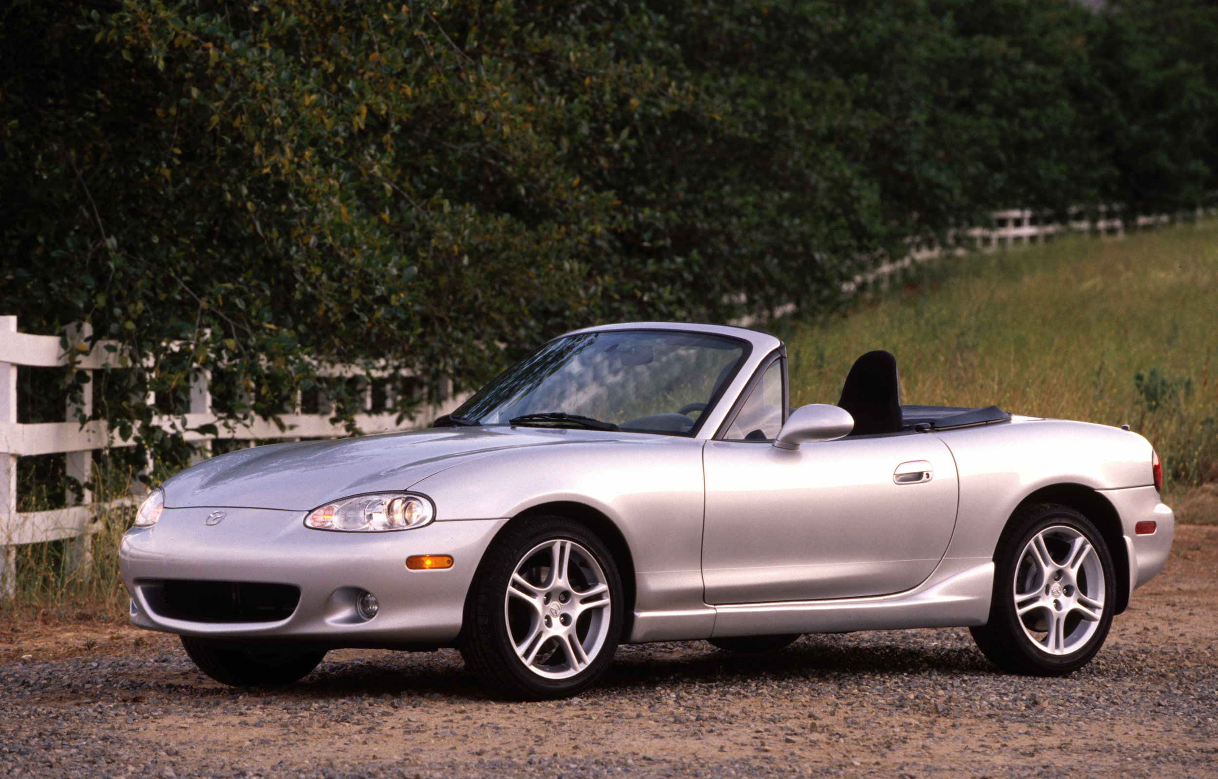 2004_Mazda_MX-5_Miata_front-3-4-beauty-1.jpg
