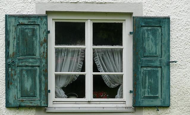 window-1502348_640.jpg