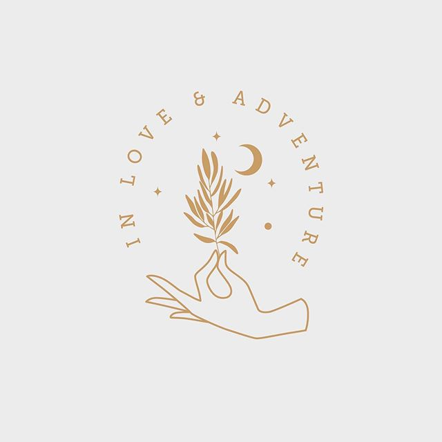 Another little unused logo mark 🌿 Are you ready to brand your business? The next space available is September 🖤