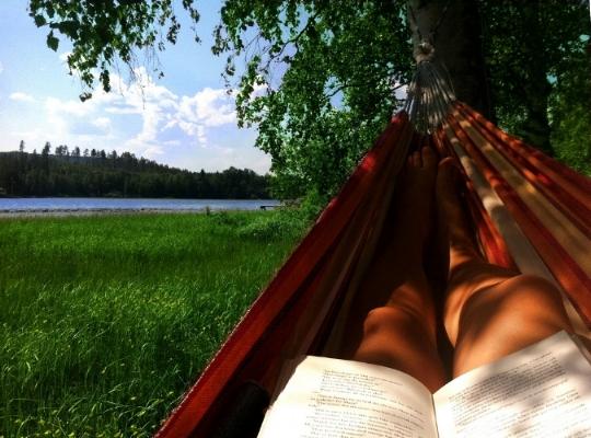 summerreading-6013975975_a7dbc1fbc3_b.jpg