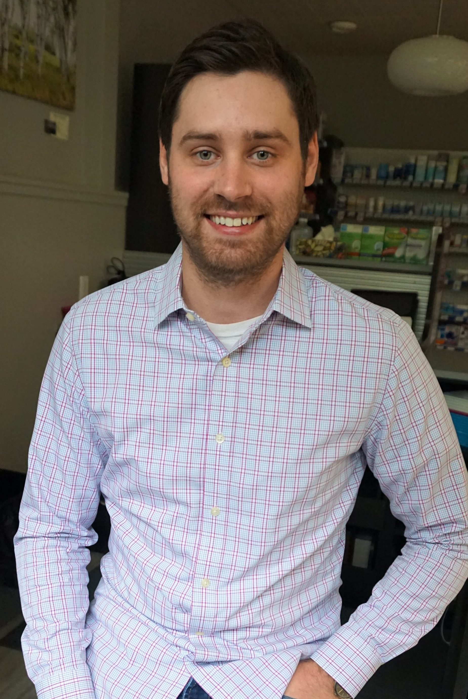 Devon Myers  Pharmacist, Co-Owner  Devon Myers is the pharmacist at Rosslyn IDA Pharmacy. He was born and raised in Thunder Bay, Ontario. After completing an Undergraduate Degree in Biology at Lakehead University, Devon moved to Toronto where he obtained a Doctor of Pharmacy degree from the University of Toronto. Through student placements and work opportunities, Devon spent a fair amount of time working at the Hospital for Sick Children while in Toronto. Pediatric care remains one of Devon's primary interests. He is very excited to be working in this community. Devon is very passionate about providing personalized care and working with patients one-on-one in order to improve their health care.  In his free time, Devon likes to spend time with family and friends. He would also like to learn more about carpentry and wood working (if anyone has any pointers!).