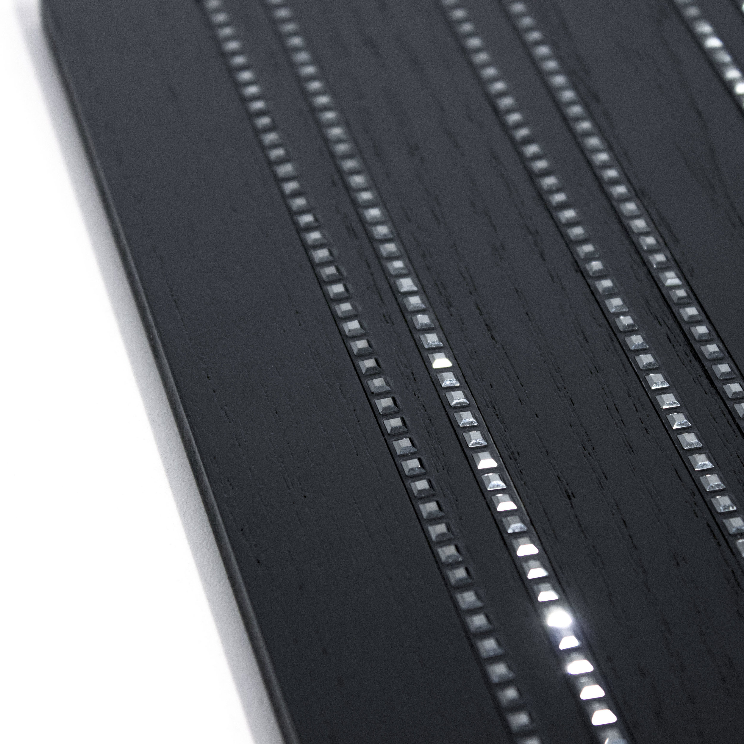 5 Crystal Bandings on Blackened Ash 0.5cm.JPG