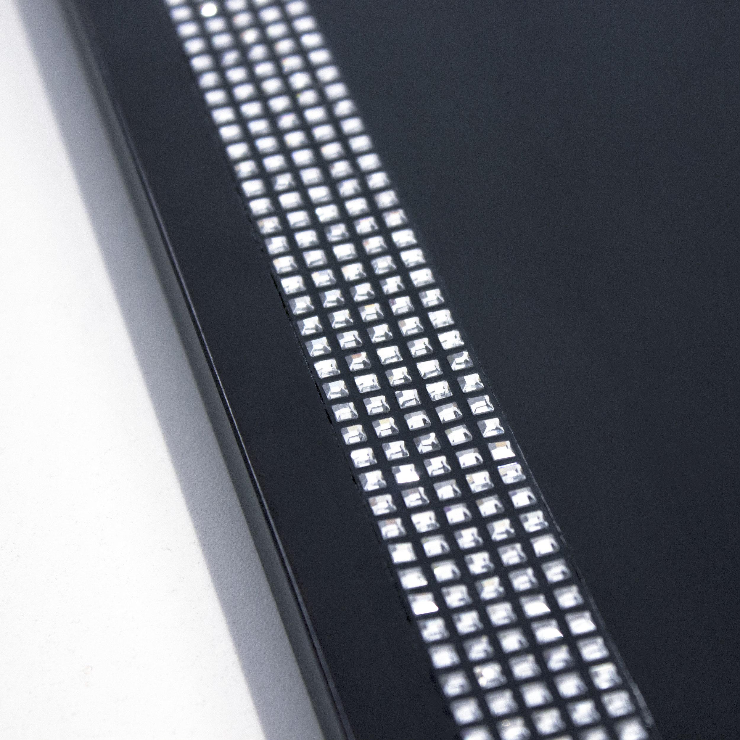 7 Crystal Bandings on Blackened Ash  3cm.JPG