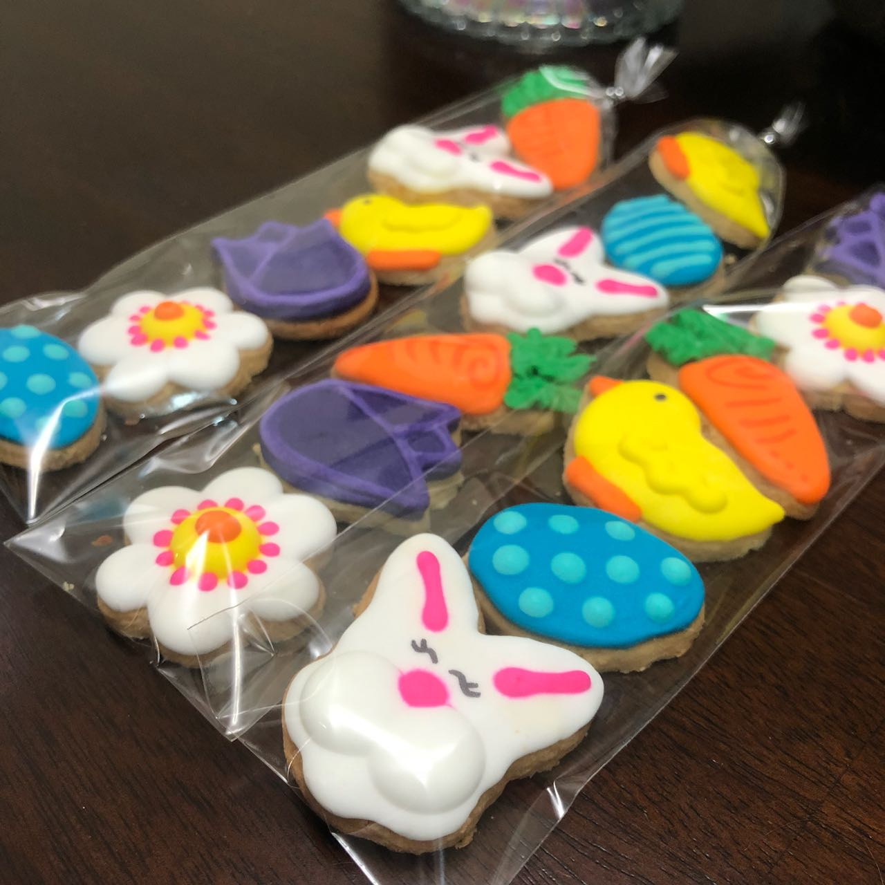 easter cookies. mini cookies. bunny. easter bunny. easter egg. chick. carrot. flower. blue, white, pink, yellow, orange, purple, green. happu easter. gift. food. cookies. decorated cookies.