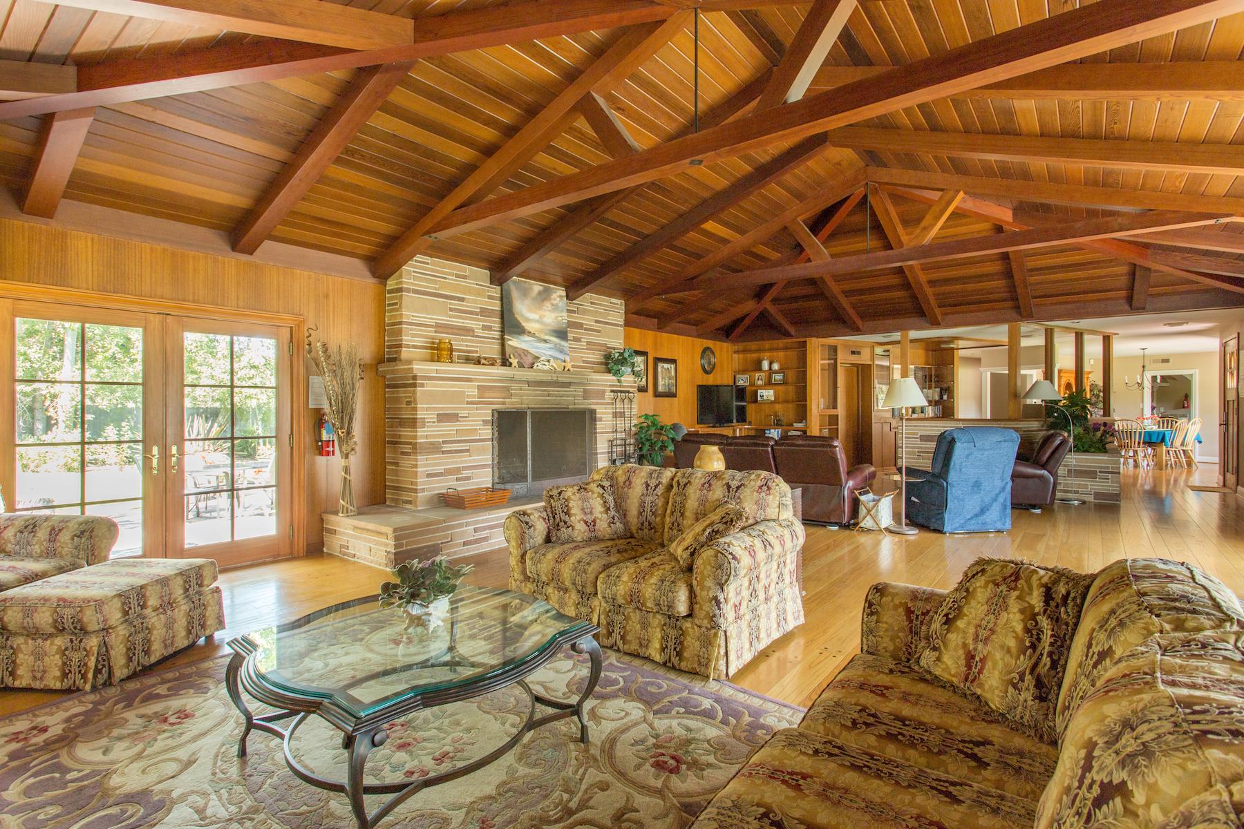 ToroHills.livingroom-4.jpg