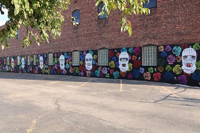 Some shots of @spaceshipzulu & @deethurn finished mural. You can find this killer piece on the side of @parlorkcmo. Which of the faces is your favorite?? 🎨