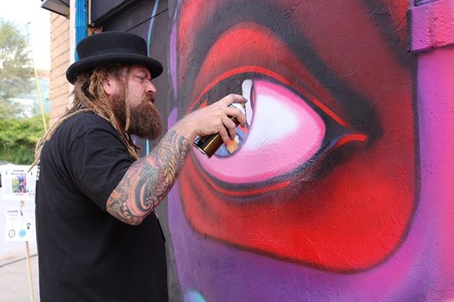 James Oleson @olesonart getting those details on his wall for SpraySeeMO 2018. 🎨  The finished piece is 3D so grab some 🕶 and go check it out in person. Behind Concentra Urgent Care in the Crossroads! 📸 by @dianalupe_kc