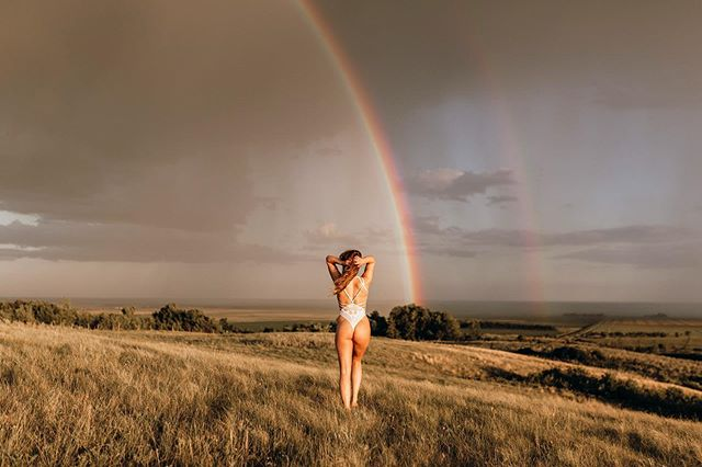 something to brighten up this gloomy, windy day!! 🌈☀️ this was definitely a once in a lifetime kind of night with this babe! worth all the rain and 50km/h winds! 🙌🏼#adventureboudoir