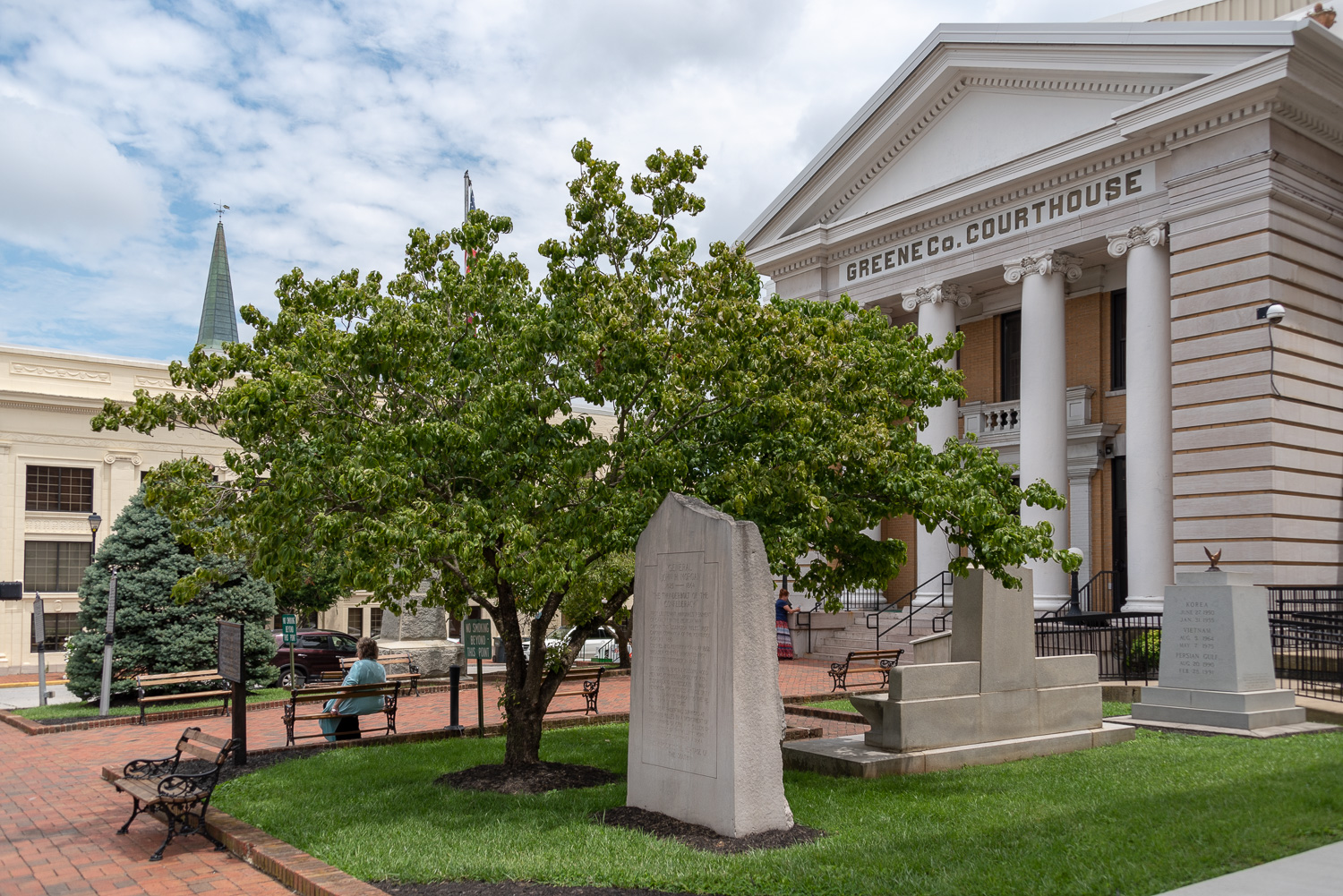 Greene County Courthouse features several statues and monuments.