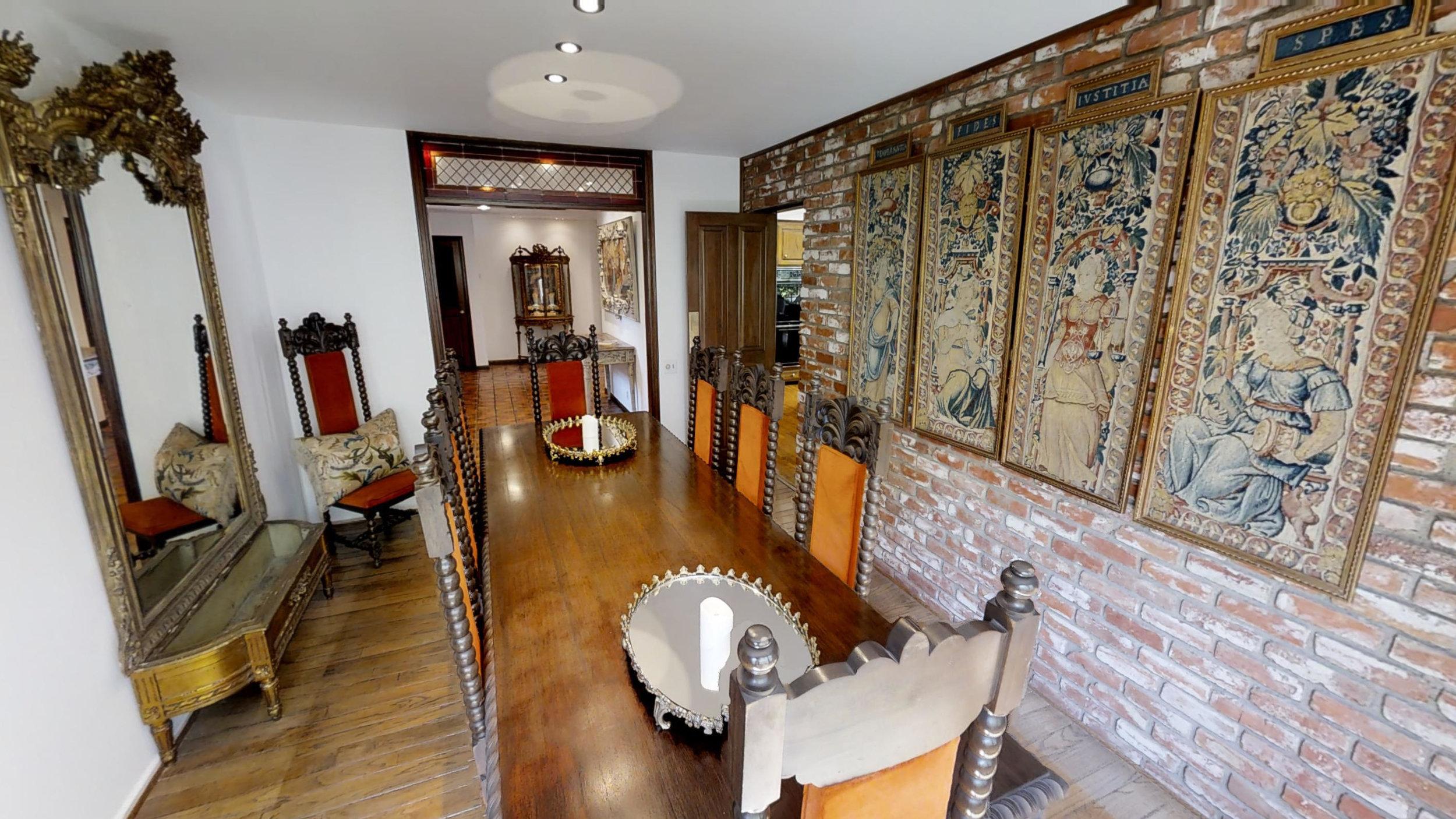 Extensive Decor Home