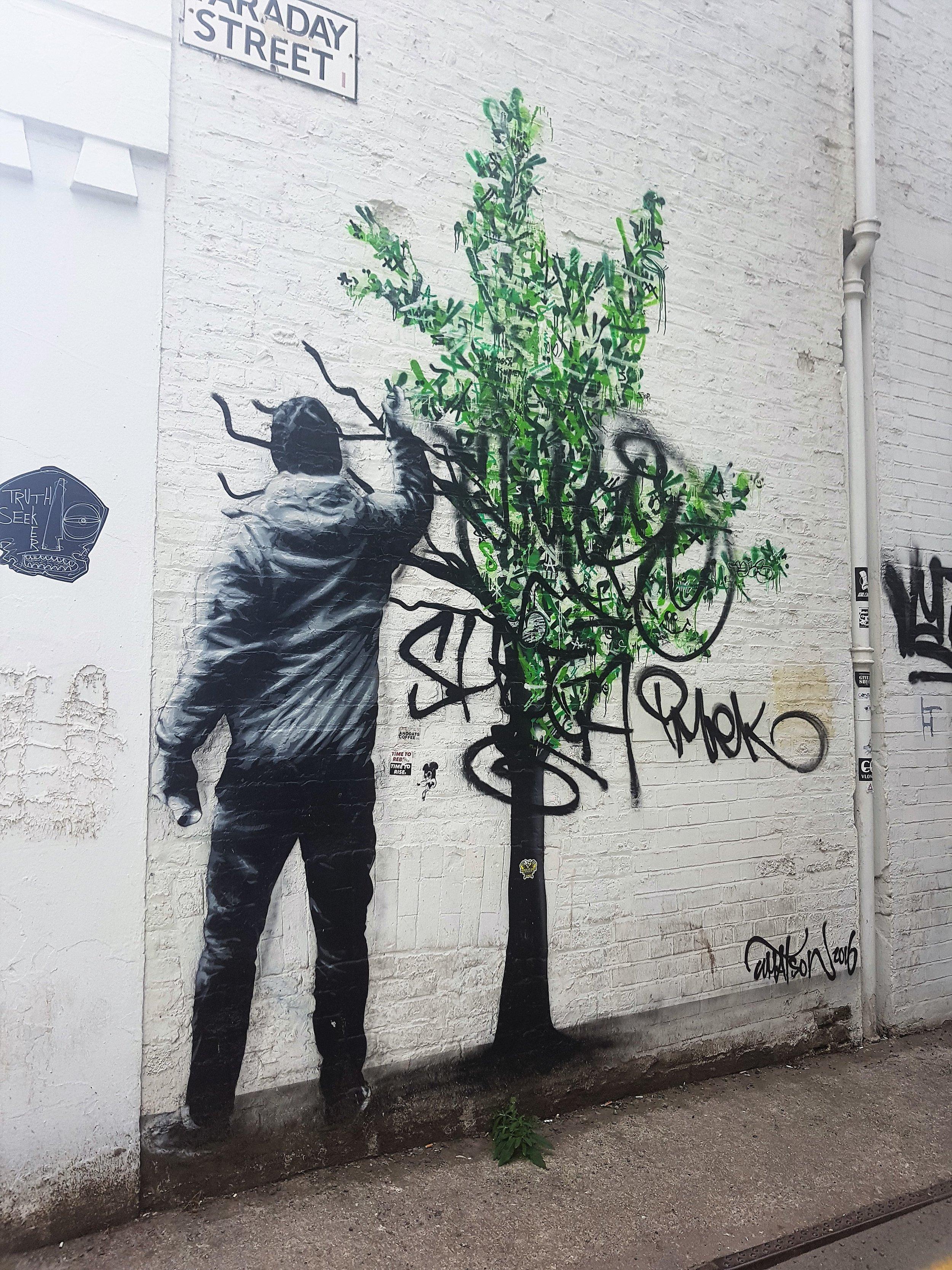 unsocial me grafiti.jpg