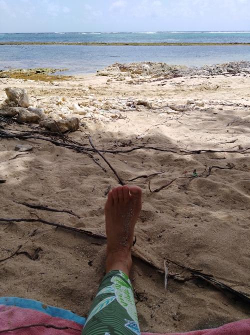 Les pieds pleins de sable... -