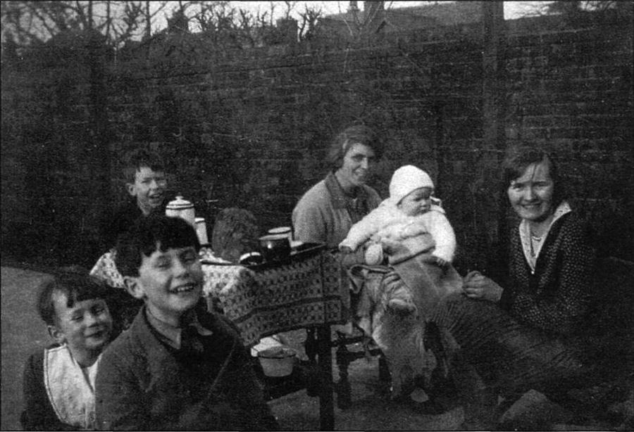 Tolkien's family with their  au pair Arndís Þorbjarnardóttir, from the Icelandic paper  Morgunblað , 1999-02-28, p. 26