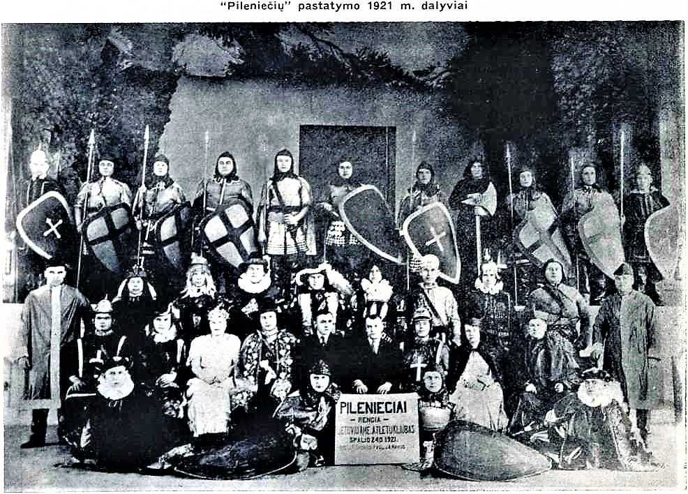 "Cast from the 1921 play ""Pilienieciai"""