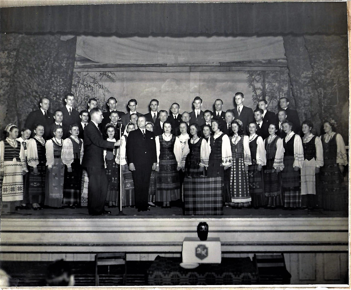 """Dainos Tremtiniu"" Choir"